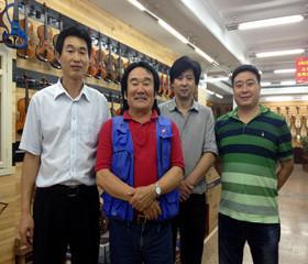 与世界级马头琴大师(左二)齐宝力高合影